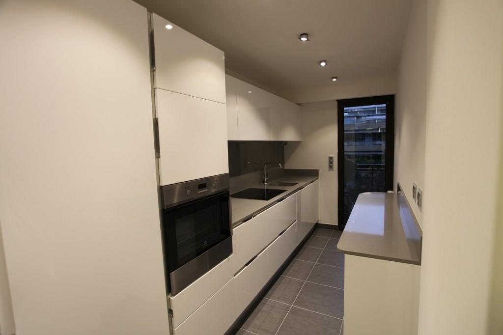 populaires cuisine beige et blanc kd99 humatraffin. Black Bedroom Furniture Sets. Home Design Ideas